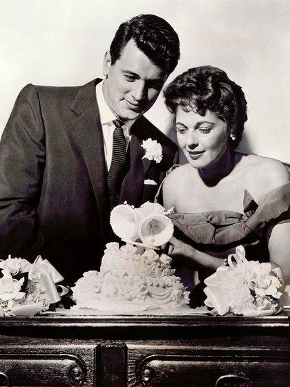 Rock Hudson y Phyllis Gates durante su casamiento. Estuvieron juntos tres años, fue una tortura para ambos (Kobal/Shutterstock)