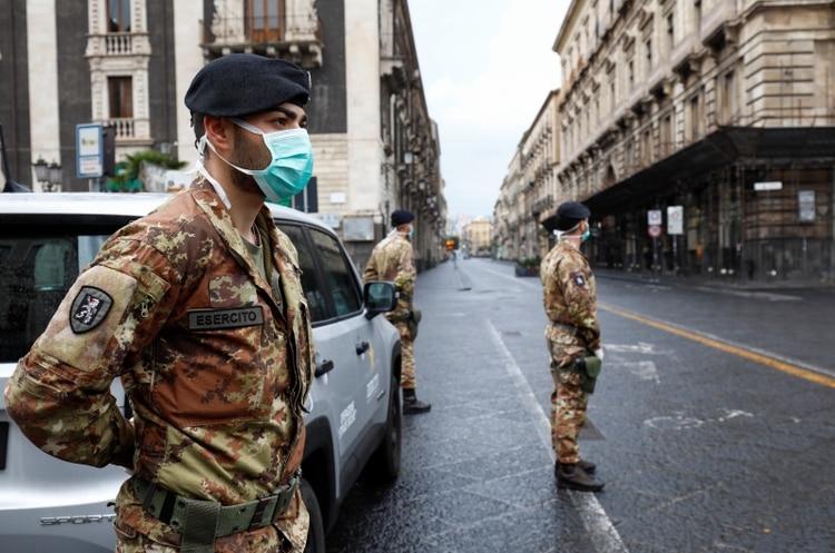 Vigilancia de la cuarentena en Catania, Italia (Reuters)