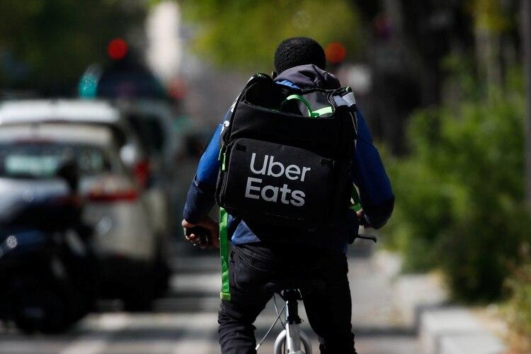 Tanto Uber Eats como Postmates son excesivamente caros, aunque fue la primera app la que mostró ser la más cara en todo sentido, cuando Uber Eats ofrece los mismos servicios que Grubhub o Doodash (Foto: Reuters/Gonzalo Fuentes)