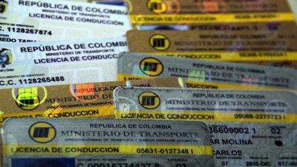 Diferentes versiones del documento que certifica a los conductores de vehículos en Colombia / (Bogotá.gov.co).