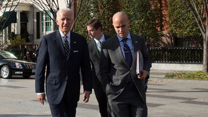 Vice President Joe Biden walks across Pennsylvania and West Executive Avenues, en route to the White House from the Blair House, in Washington, D.C., Nov. 14, 2014. Pictured are Juan Gonzalez, Billy Davis, Michael Schrum. (Official White House Photo by David Lienemann)