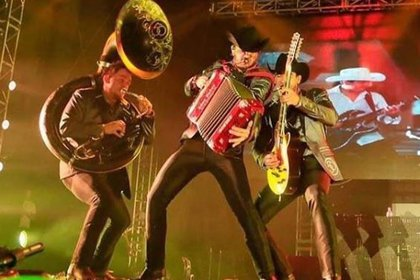"""Calibre 50 están nominados al Mejor Álbum de Música Norteña por sus dico """"Mitad y mitad"""" (foto: Instagram @calibre50eden)"""