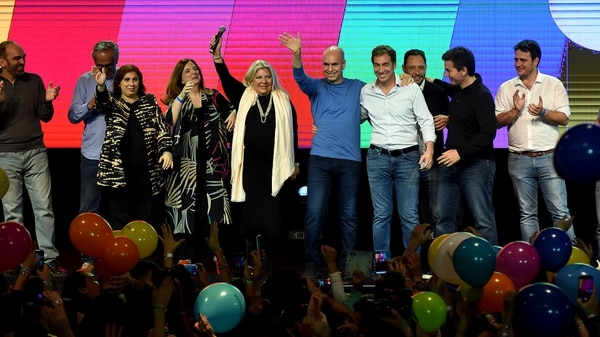 Globos y alegría en Cambiemos. Mauricio Macri hablará cerca de la medianoche (Nicolas Stulberg)