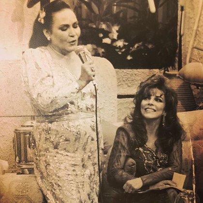 Una de sus recientes publicaciones en Instagram, en una foto del recuerdo junto a Verónica Castro (IG: carmensalinas_56)