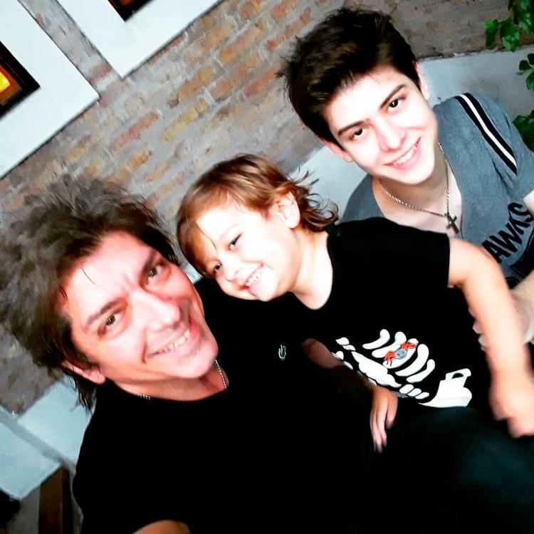 Gustavo Guillén con sus hijos (@gustavoguillenok)