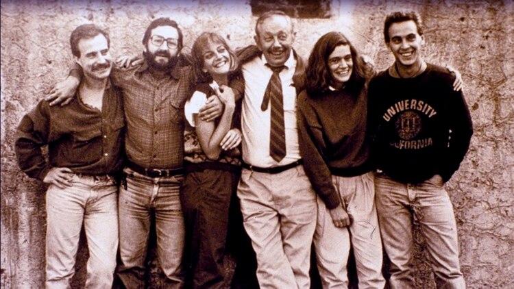Los primeros integrantes del EAAF junto al antropólogo norteamericano Clyde Snow