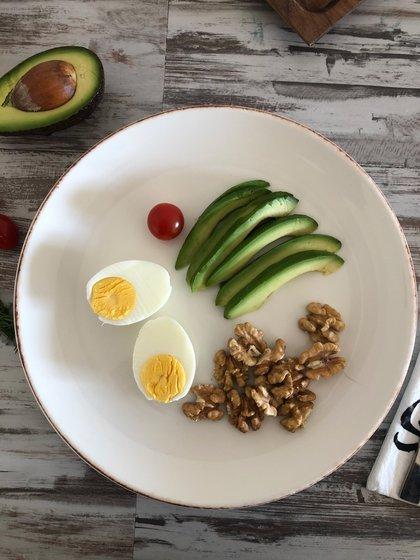 En esta dieta se restringen al máximo los carbohidratos y se indica un consumo predominante de proteínas y grasas