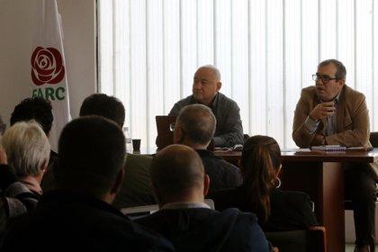 En la imagen un registro del presidente del partido FARC, Rodrigo Londoño (d), y del senador por la misma colectividad Juliá;n Gallo (i), en Bogot a; (Colombia). EFE/Juan Diego López/Archivo