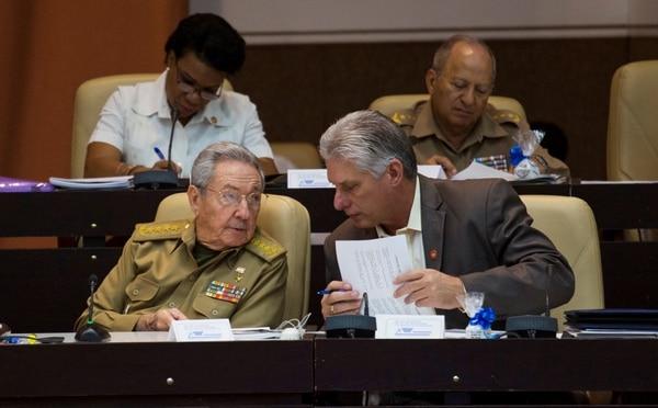 Raúl Castro y Miguel Diaz-Canel