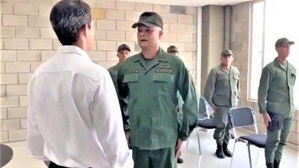Militares recibiendo a Guaidó en Cúcuta