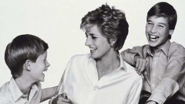 Lady Di con sus hijos Harry y William