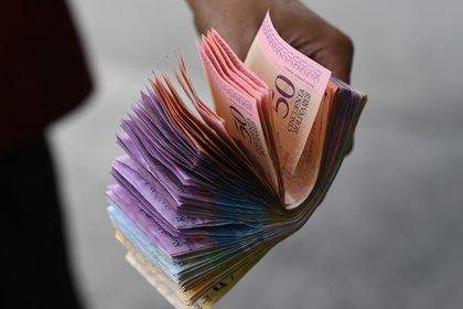El salario mínimo en Venezuela es de apenas 3 dólares(Photo by Yuri CORTEZ / AFP)