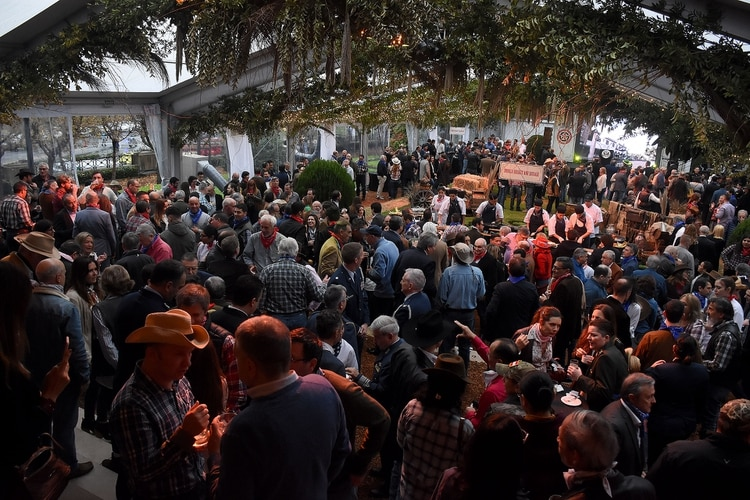 El evento tuvo como temática el estado de Texas por lo que no faltaron botas y sombreros