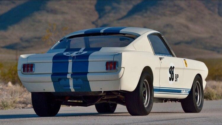 El Mustang de Miles con el chasis 5R002 fue el primer GT350R construido por Shelby.