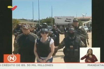 Aida Merlano escoltada por las fuerzas de seguridad venezolanas