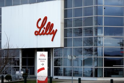FILE PHOTO: The logo of Lilly is seen on a wall of the Lilly France company unit, part of the Eli Lilly and Co drugmaker group, in Fegersheim near Strasbourg, France, February 1, 2018.  REUTERS/Vincent Kessler/File Photo