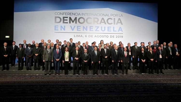 Cancilleres y embajadores participantes del plenario (Reuters)