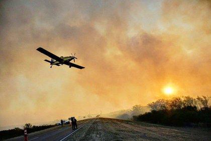 El Ministerio de Ambiente de Jujuy combate los incendios desde el aires con aviones hidrantes, un helicóptero Bell 407 / LV-CIB, con 6 plazas y un helibalde