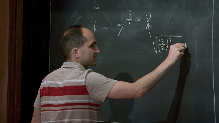 El físico argentino realiza conferencias magistrales en la UBA y el Instituto Balseiro
