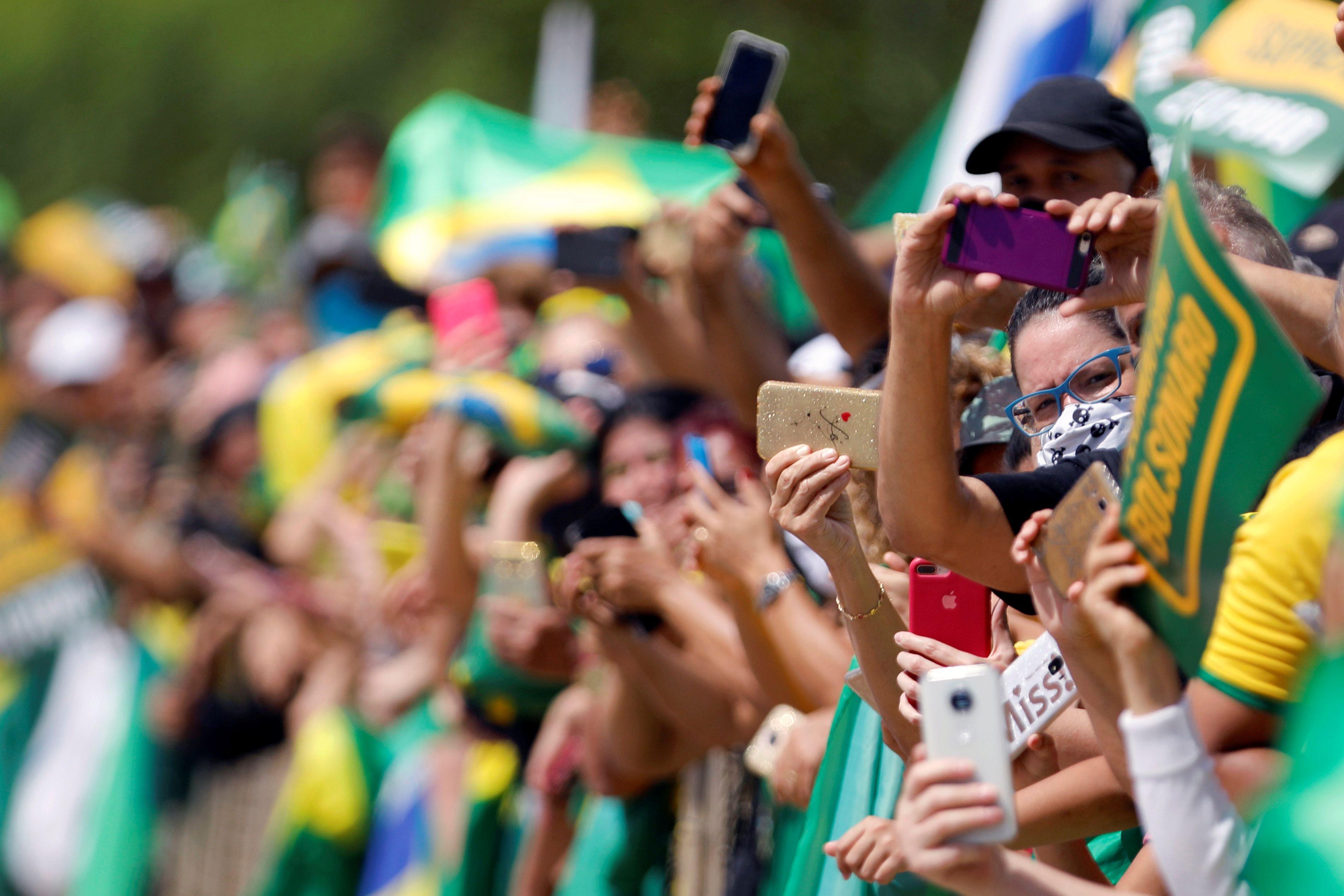 Seguidores de Bolsonaro frente al Palacio del Planalto (REUTERS/Adriano Machado)