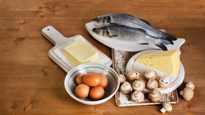 Pescados como el salmón, trucha, fletán, caballa, esturión, pez espada y bacalao, arenque, sardina y la tilapia aportan vitamina D (Shutterstock)