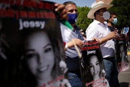 Algunos de los manifestantes portaron recordatorios de Yessica Sliva, una de las suyas, muerta durante la toma de la presa (Foto: José Luis González/ Reuters)