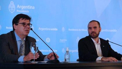Los ministros de Trabajo, Claudio Moroni, y Economía, Martín Guzmán, cuando anunciaron el subsidio