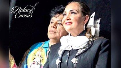La complicidad de Aída Cuevas con Juan Gabriel se notaba en el escenario (Foto: Instagram)