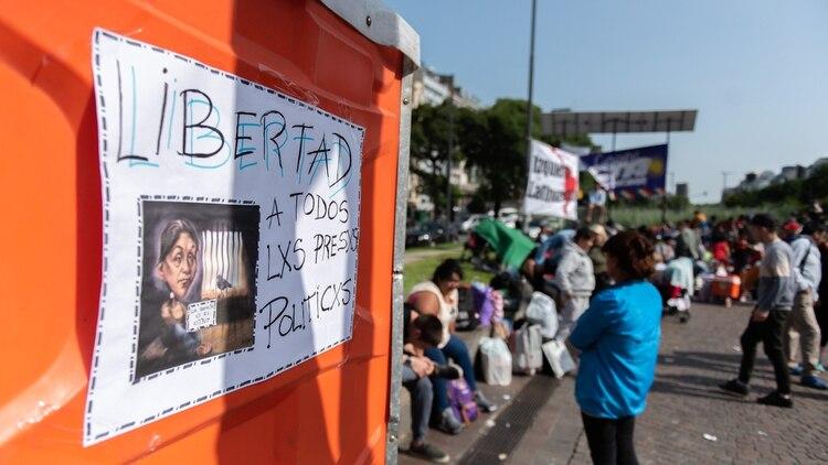 Protesta de militantes de la Tupac Amarú por la libertad de Milagros Sala en el Obelisco (foto de archivo: Adrián Escandar)