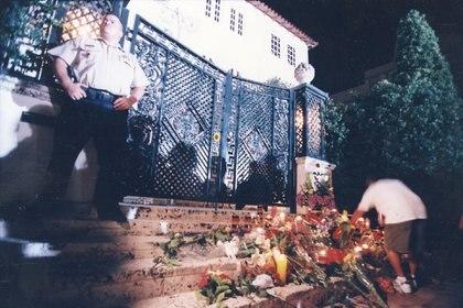 Horas después del crimen, los admiradores dejaron distintas ofrendas (Fotos: Para Ti)