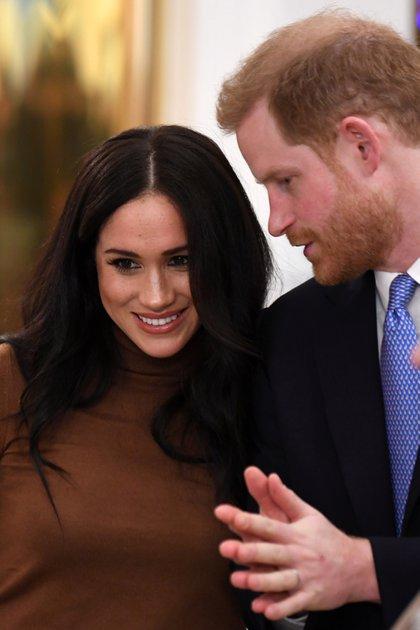"""Tras un descanso de sus tareas en la Corona, los duques de Sussex, Meghan Markle y el príncipe Harry, renunciaron a la realeza británica para trabajar: """"Queremos ser financieramente independientes"""""""