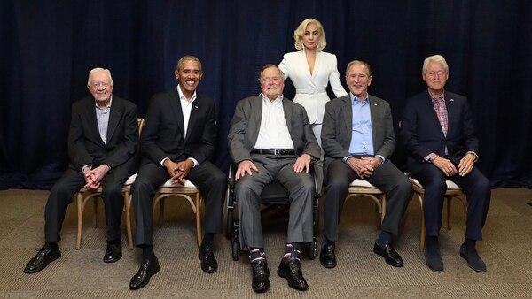 Lady Gaga con los cinco ex presidentes vivos de EEUU (@ladygaga)