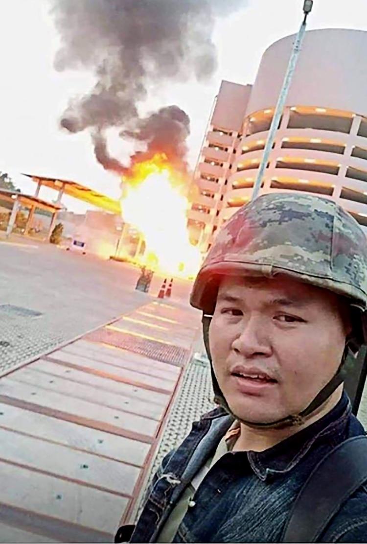 El soldado se tomó selfies mientras realizaba los ataques (AFP)
