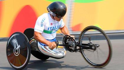 El italiano Alex Zanardi sufrió un grave accidente durante una carrera de ciclismo adaptado (AP)