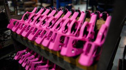 Pistolas rosas, una rareza para el mercado internacional.