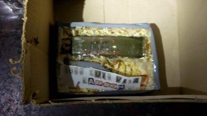 Este es el artefacto que dejaron en la casa de Vila y que atribuye a ex integrantes de la agencia de inteligencia