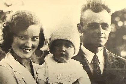 Witold Pilecki nació en 1901. Su familia tenía sólida posición económica. De joven participó en la guerra polaco-soviética. A su regreso del frente, heredó largas extensiones de tierra. Se casó y tuvo dos hijos. Tenía una buena vida. Per después de la invasión nazi a su país, se dispuso a luchar (Captura video de AFP)
