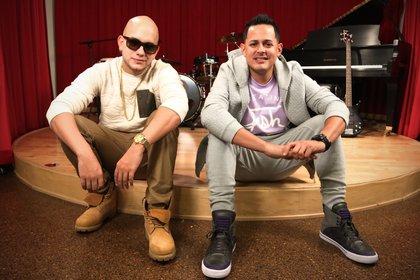 En la imagen un registro del dúo urbano puertorriqueño Ángel y Khriz. EFE/Zayra Mo/Archivo