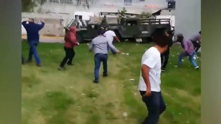 Las agresiones incluyeron palos, piedras y balazos (Foto: Captura de pantalla, Facebook)