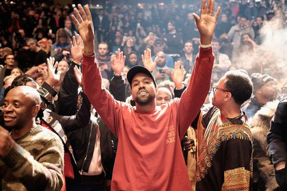 Kanye West hizo un fondo universitario para la hija de George Floyd (Foto: Archivo)