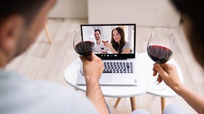 Este período de aislamiento podría conducir a un aumento en el uso indebido de alcohol, recaídas y, potencialmente, el desarrollo de un trastorno por uso de alcohol en personas en riesgo (Shutterstock)