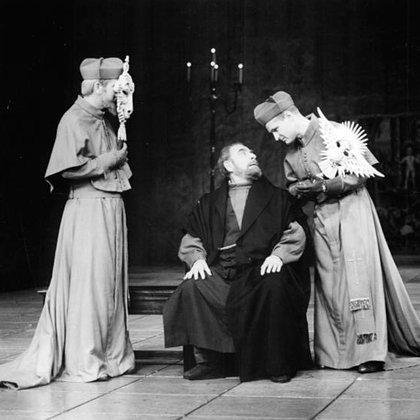 """""""La vida de Galileo"""" en una puesta en Alemania, 1971 (Fuente: Wikipedia)"""