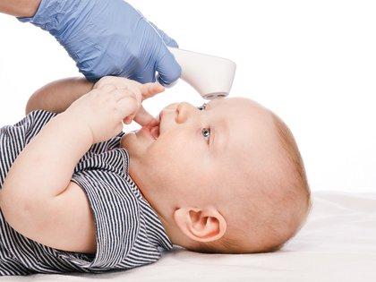 La bronquiolitis es una enfermedad de fácil contagio y se transmite de persona a persona por el contacto directo con secreciones nasales (Shutterstock)