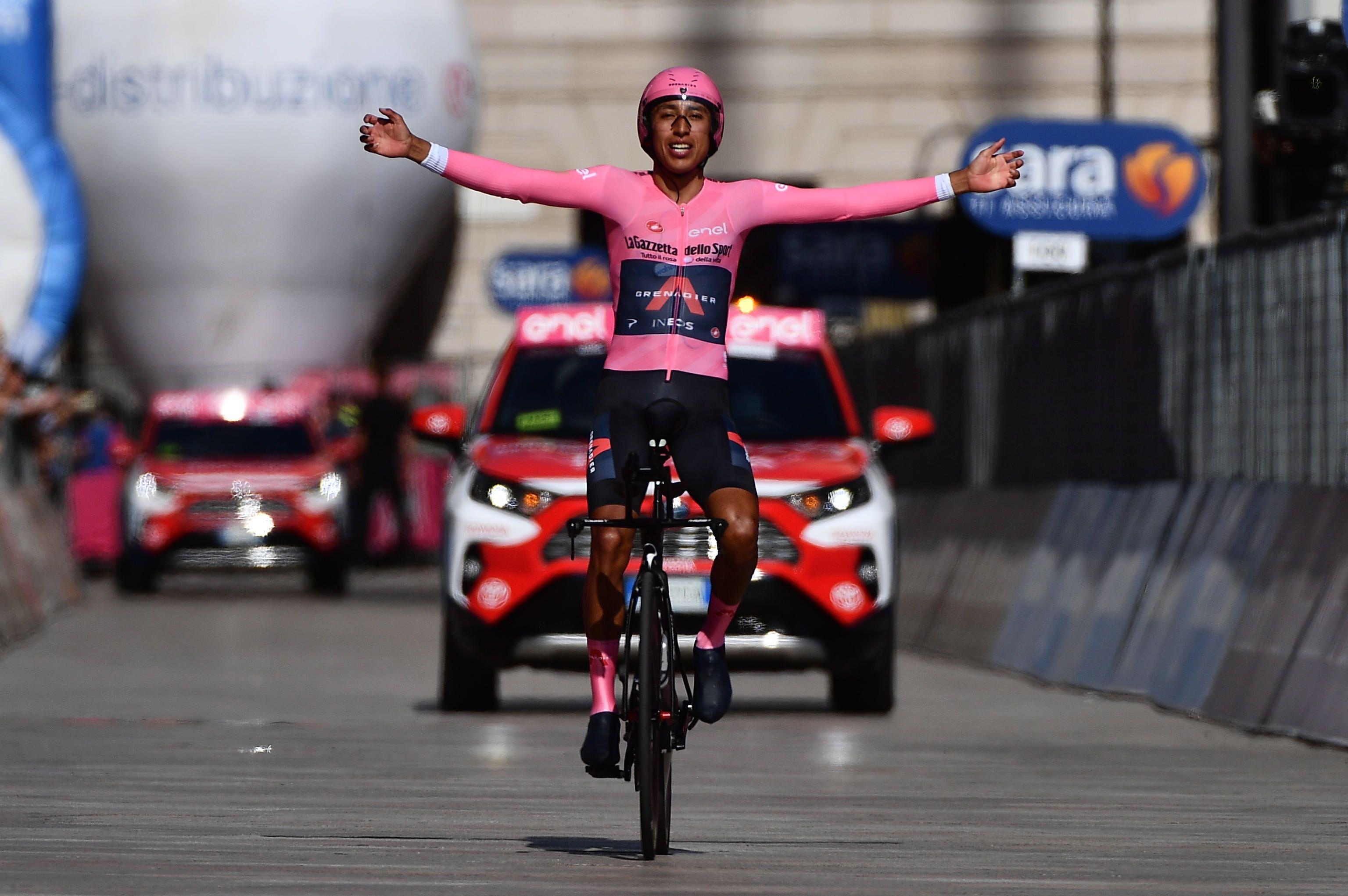 El ganador del Giro 2021, el colombiano Egan Bernal, en la línea de meta de la última etapa del Giro, el pasado 30 de mayo. EFE/EPA/LUCA ZENNARO/Archivo