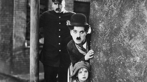 La ex esposa de Charles Chaplin aseguró que el actor la maltrató desde la noche de bodas