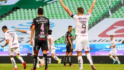 Guillermo Almada aplaudió el repunte de sus pupilos al conseguir tres encuentros sumando tres puntos (Foto: Cortesía/ Club Santos/ Jos Alvarez/ JAM MEDIA)