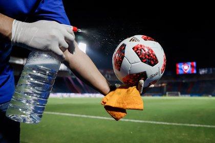 La Copa Libertadores se reanudará el 15 de septiembre y la Copa Sudamericana el 27 de octubre. Ambos torneos contarán con una rigurosa serie de medidas de bioseguridad elaboradas para entrenamientos, concentración, estadía y viajes de los equipos. EFE/Nathalia Aguilar