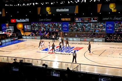Postal del comienzo el juego 5 de las finales de la NBA (Kim Klement-USA TODAY Sports)