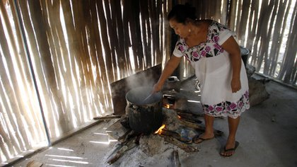 Muchos mayas de la península de Yucatán, México, aún visten, cocinan y viven de una manera tradicional (Foto: AP)