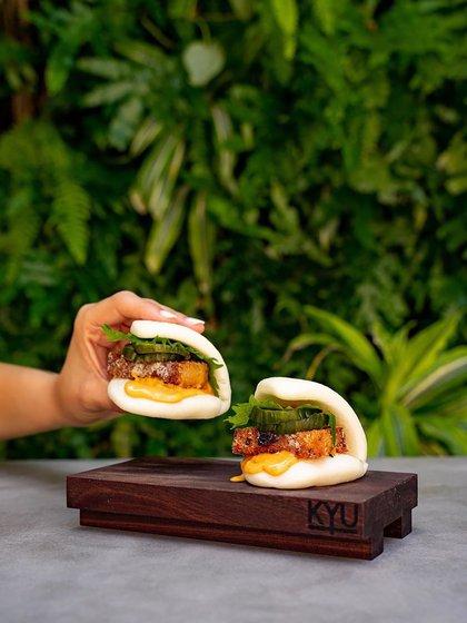 El chef Michael Lewis creó un menú asiático con parrilla a la leña donde presenta un menú diverso que combina técnicas de alta cocina con un ambiente relajado y practicas sustentables (@kyumiami)
